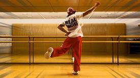 シャッフルダンスの踊り方 基本ステップと振付